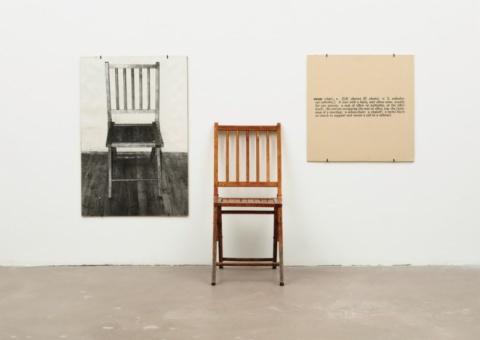 El arte de lo cotidiano: Una y tres sillas